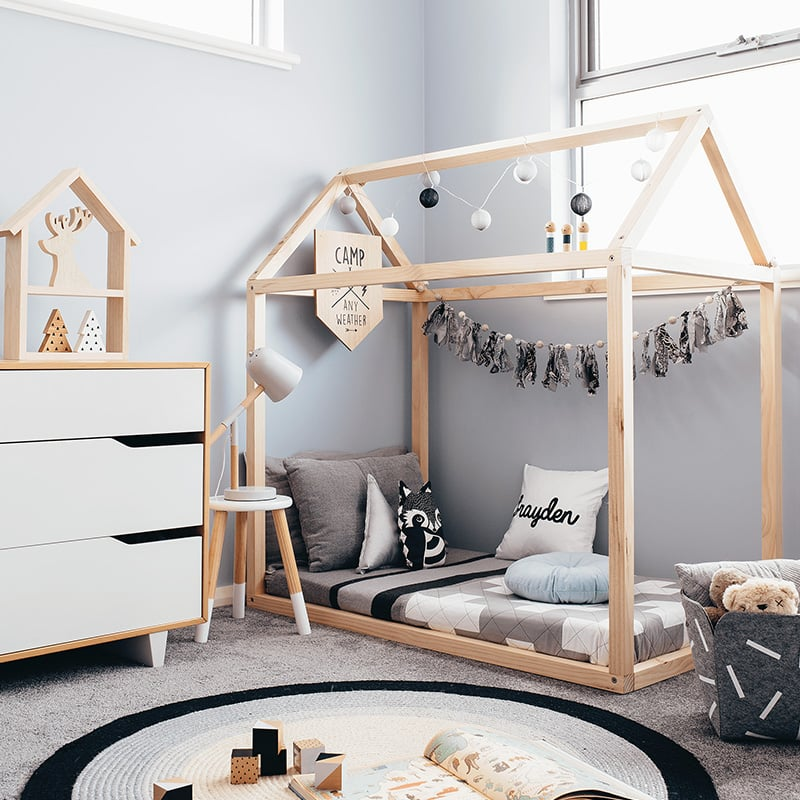Toddler house bed frame for House frame floor bed plans